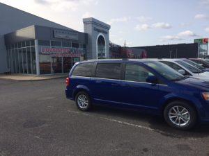 Longue-Pointe Chrysler exterior