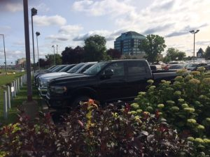 Longue-Pointe Chrysler exterior view parking